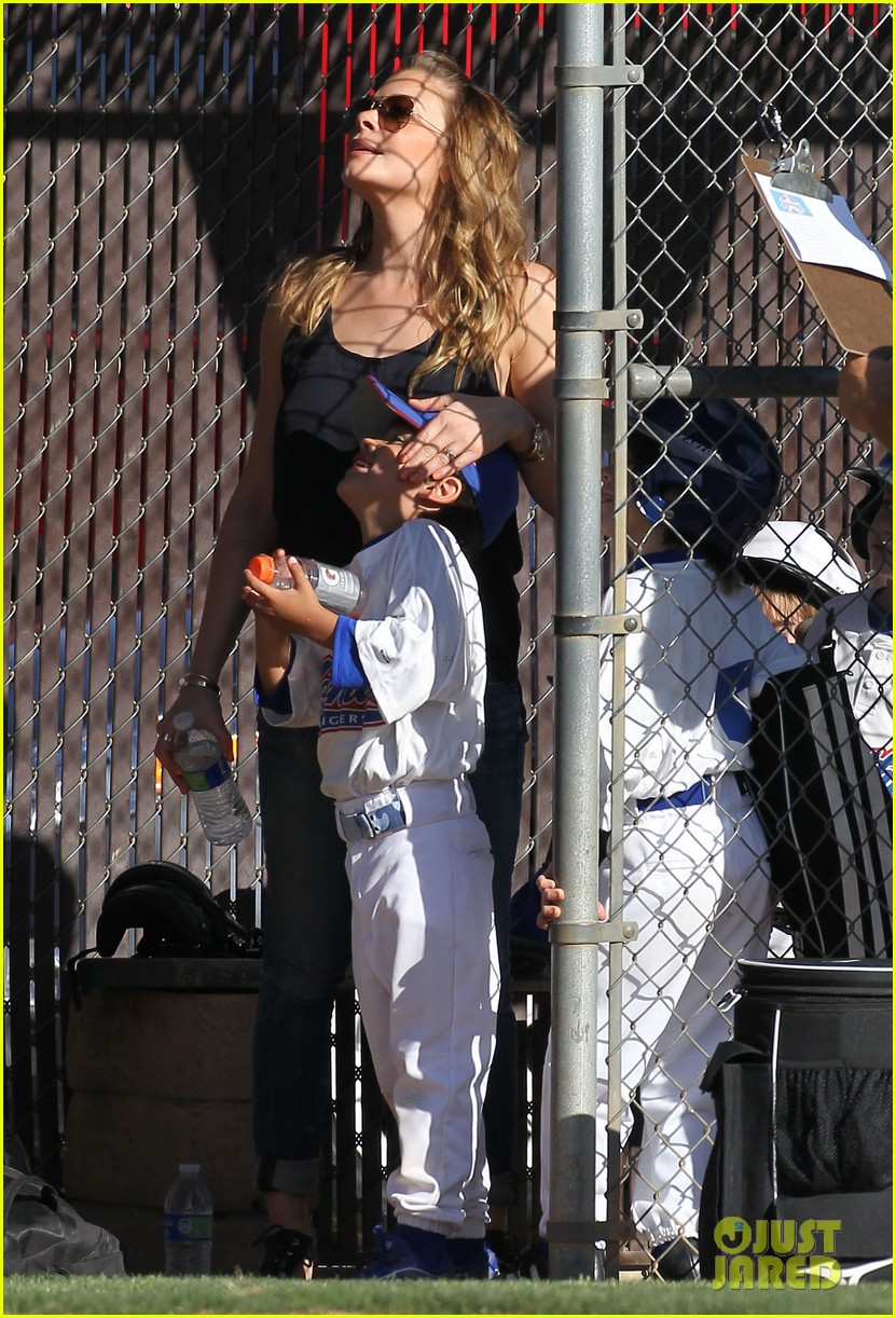 leann rimes jakes baseball game with mason 072843619
