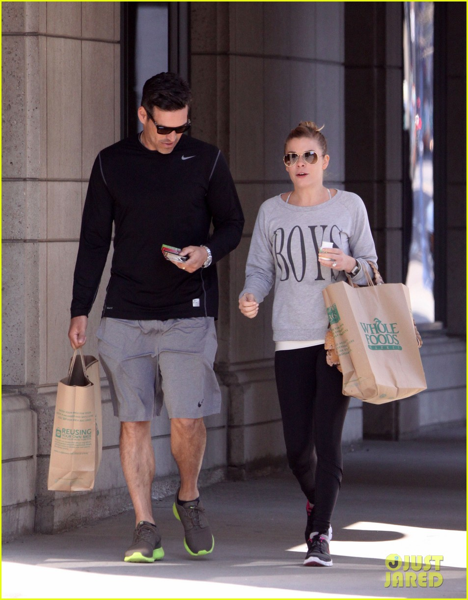 leann rimes eddie cibrian hold hands after shopping 012857968