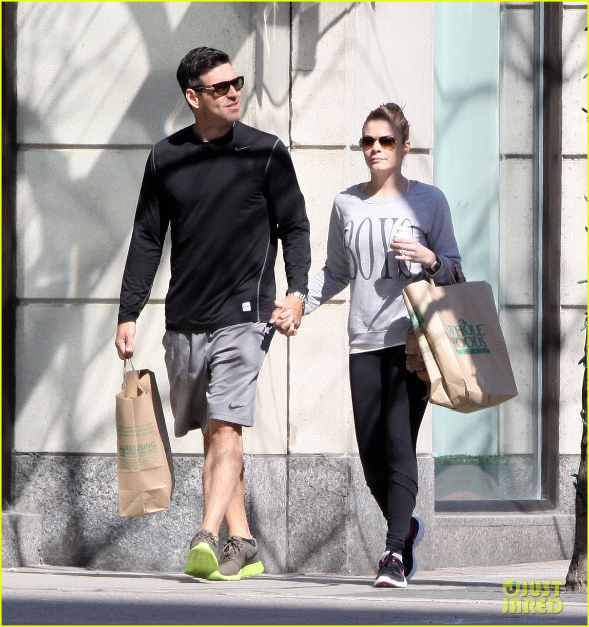 leann rimes eddie cibrian hold hands after shopping 062857973