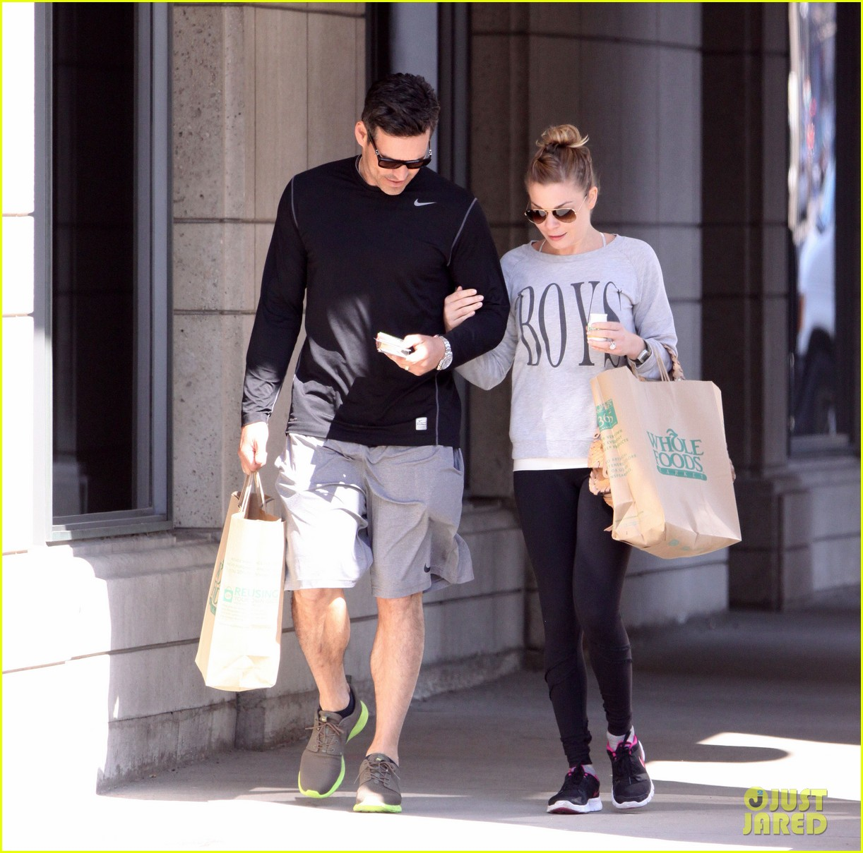 leann rimes eddie cibrian hold hands after shopping 14