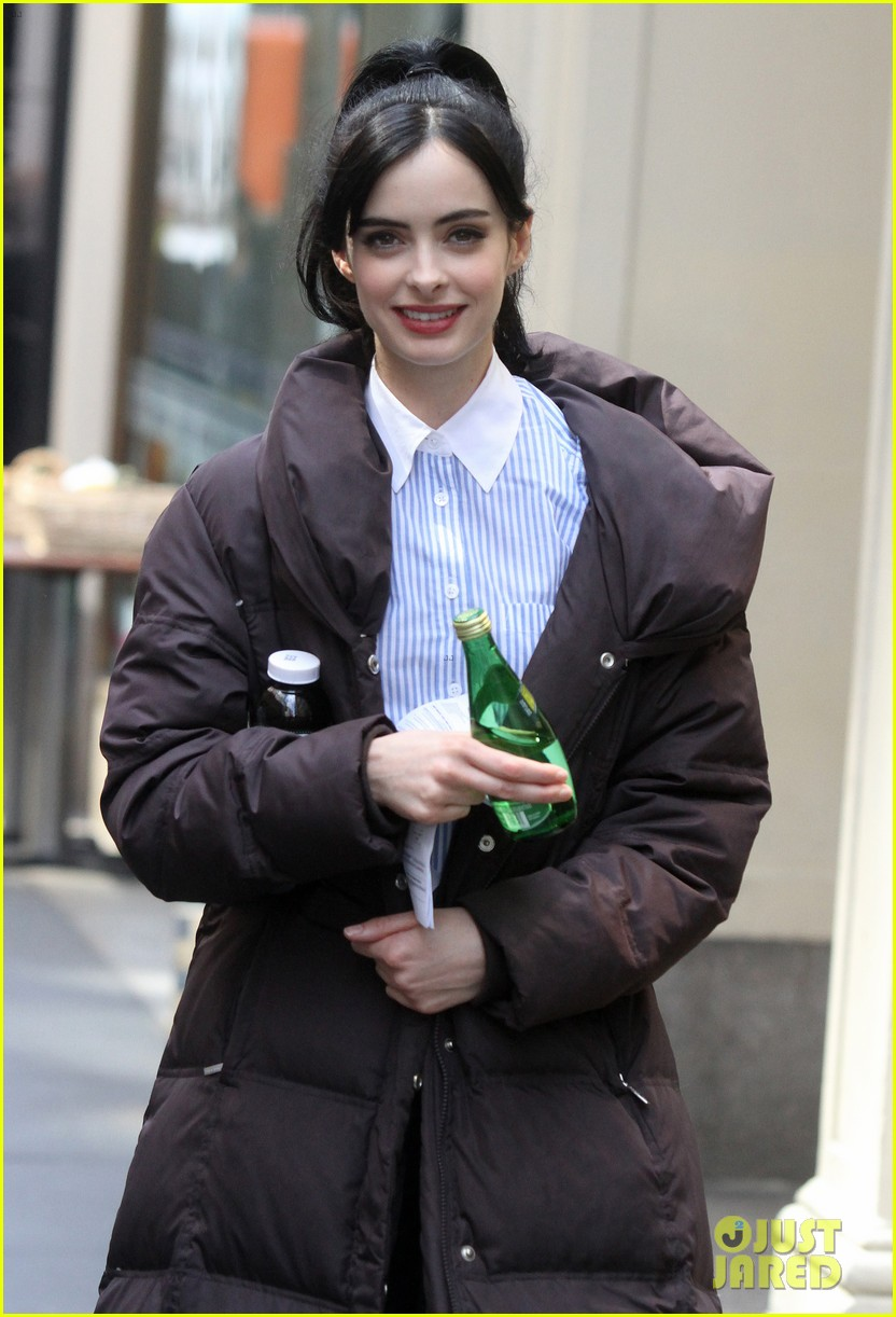krysten ritter assistance pilot set with alfred molina 03