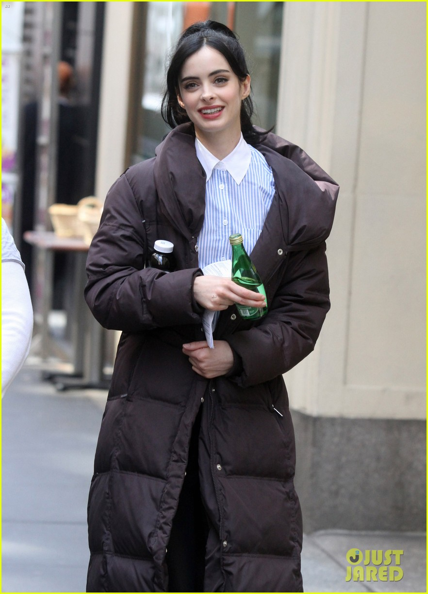krysten ritter assistance pilot set with alfred molina 09