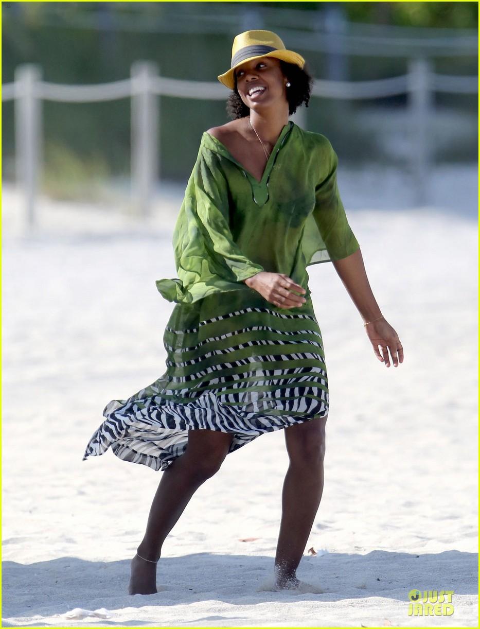 kelly rowland bikini beach calling babe 01