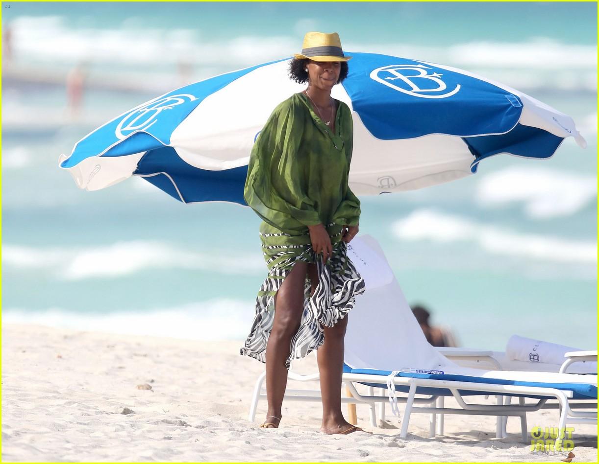 kelly rowland bikini beach calling babe 14