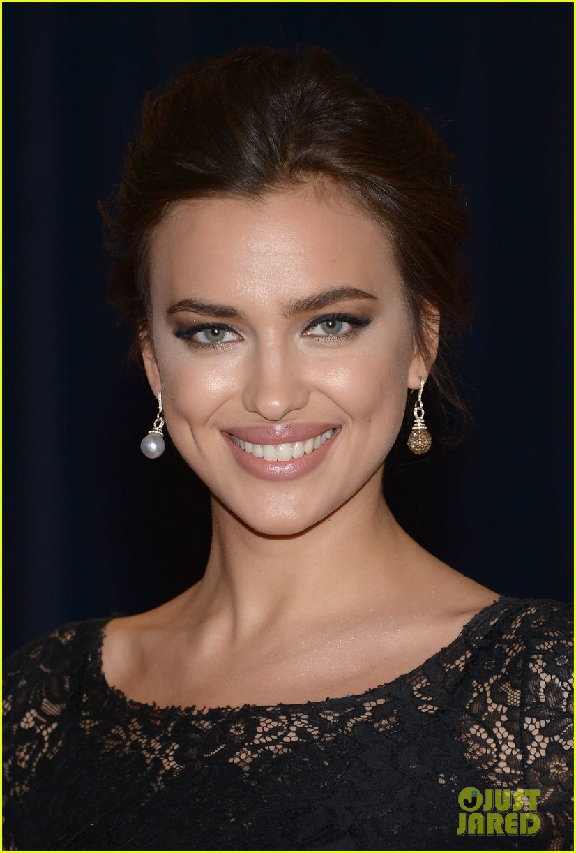 irina shayk white house correspondents dinner 2013 red carpet 022859482