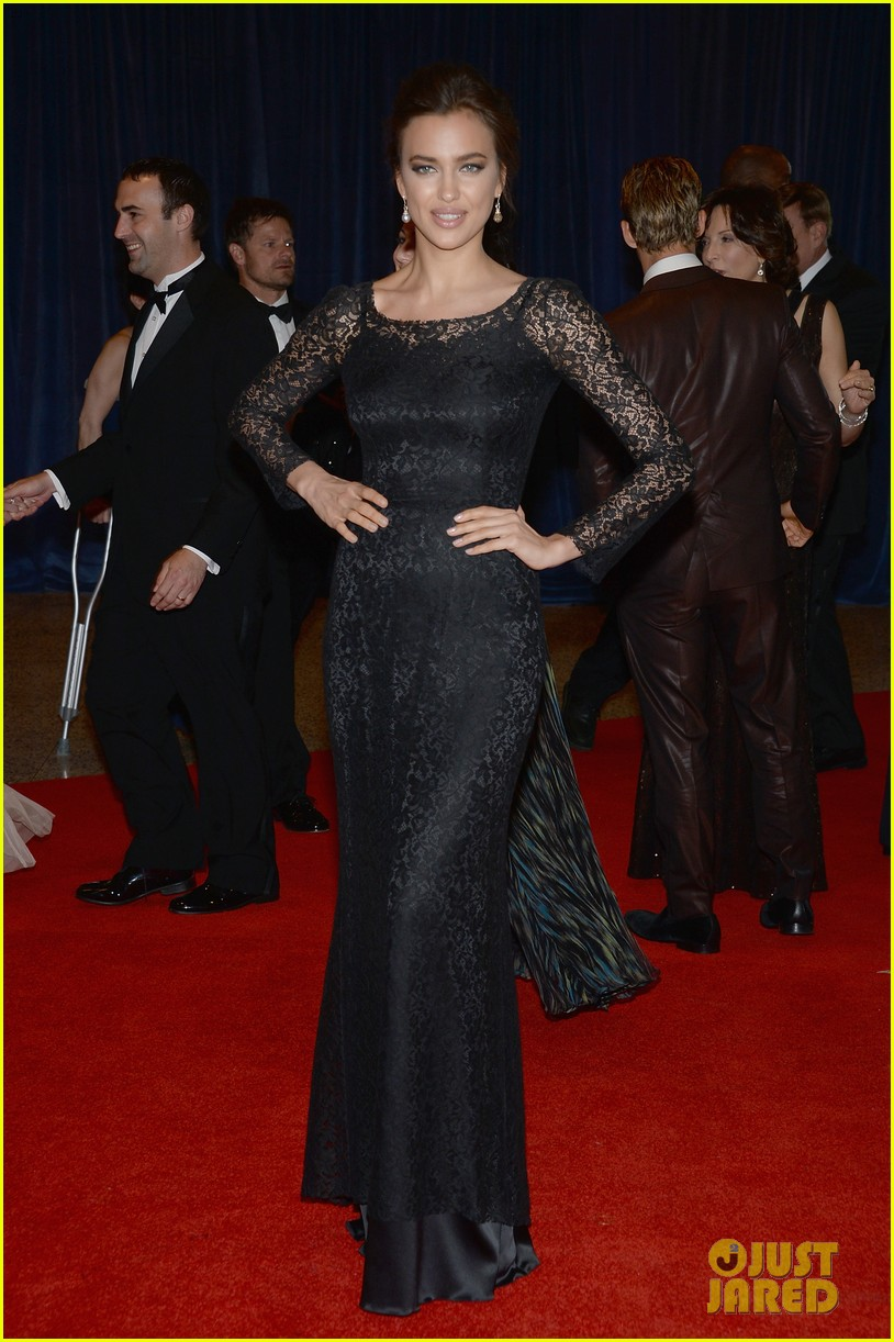 irina shayk white house correspondents dinner 2013 red carpet 03