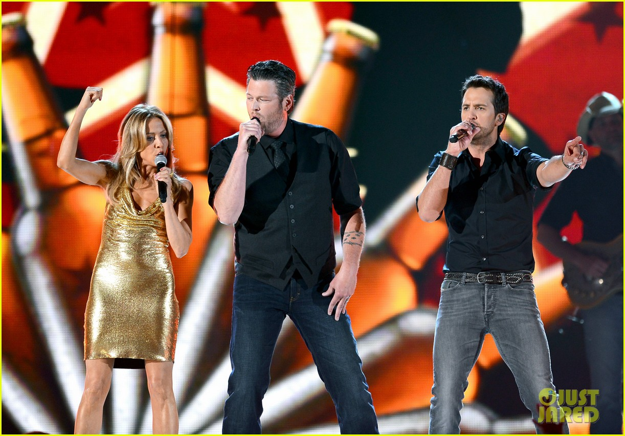 blake shelton luke bryan acm awards 2013 opening 06