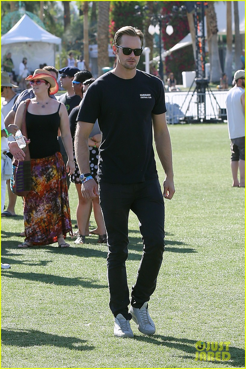 alexander skarsgard coachella with buddies keith fares 15