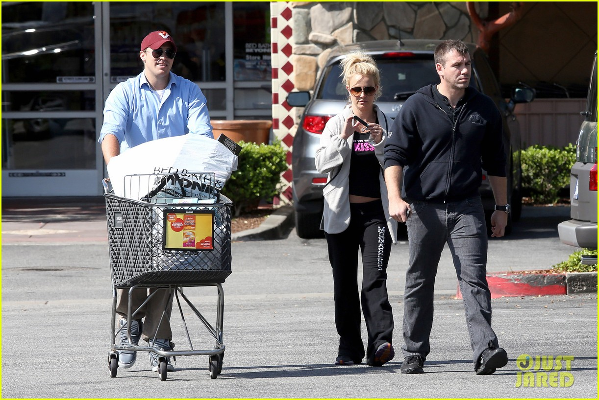 britney spears david lucado breakfast shopping duo 26