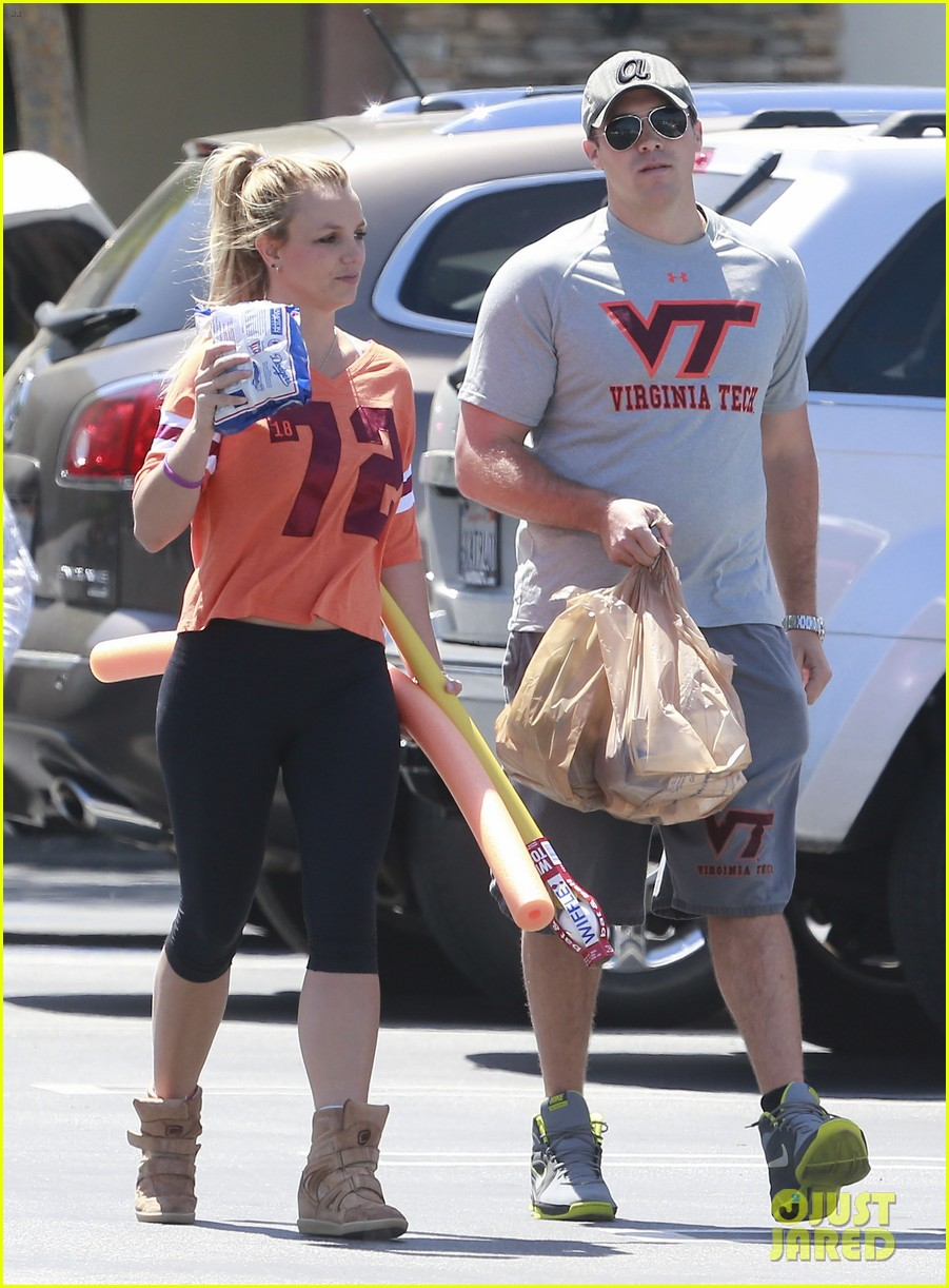 britney spears david lucado grocery shoppers 012847842
