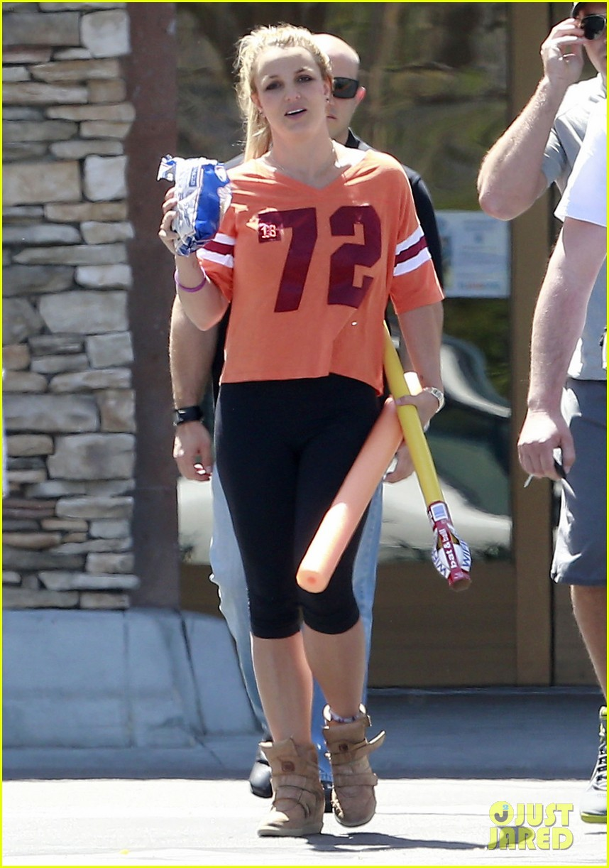 britney spears david lucado grocery shoppers 022847843