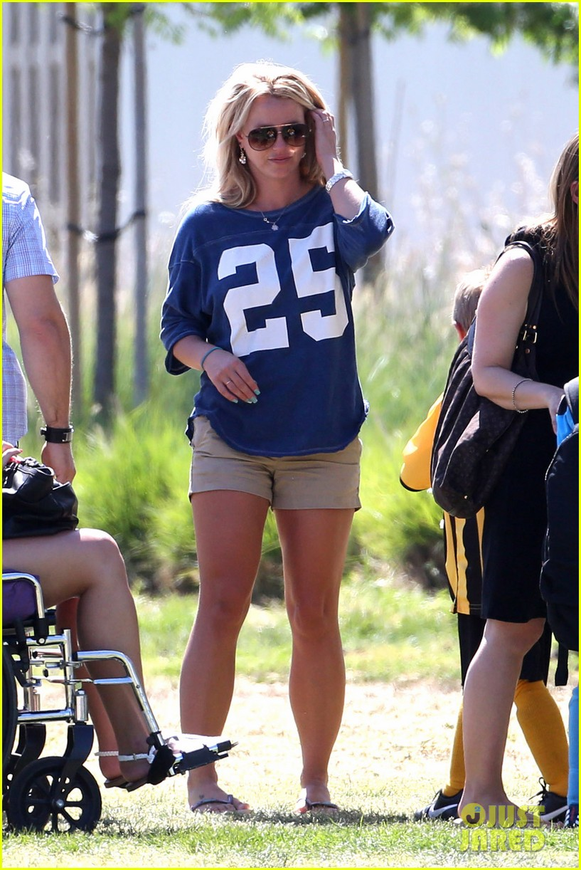 britney spears nails soccer sunday 04