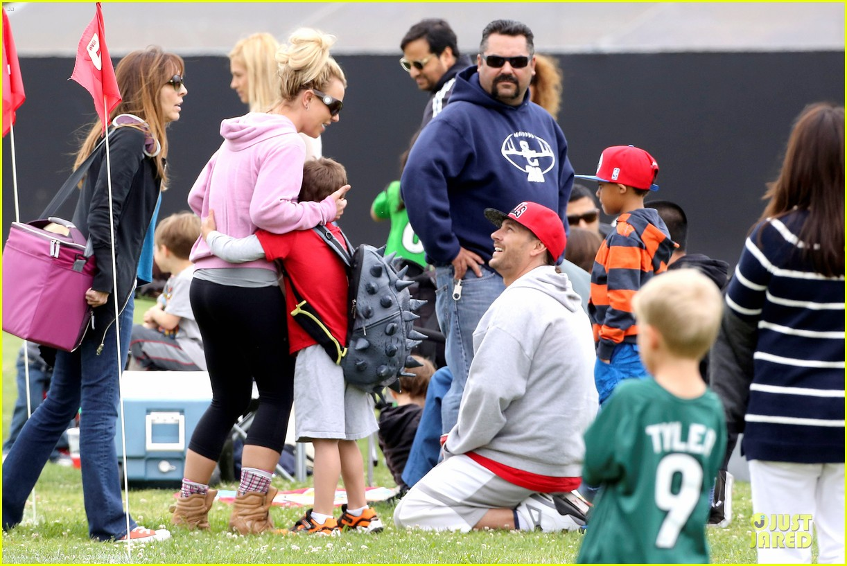 britney spears kevin federline boys sunday soccer game 08