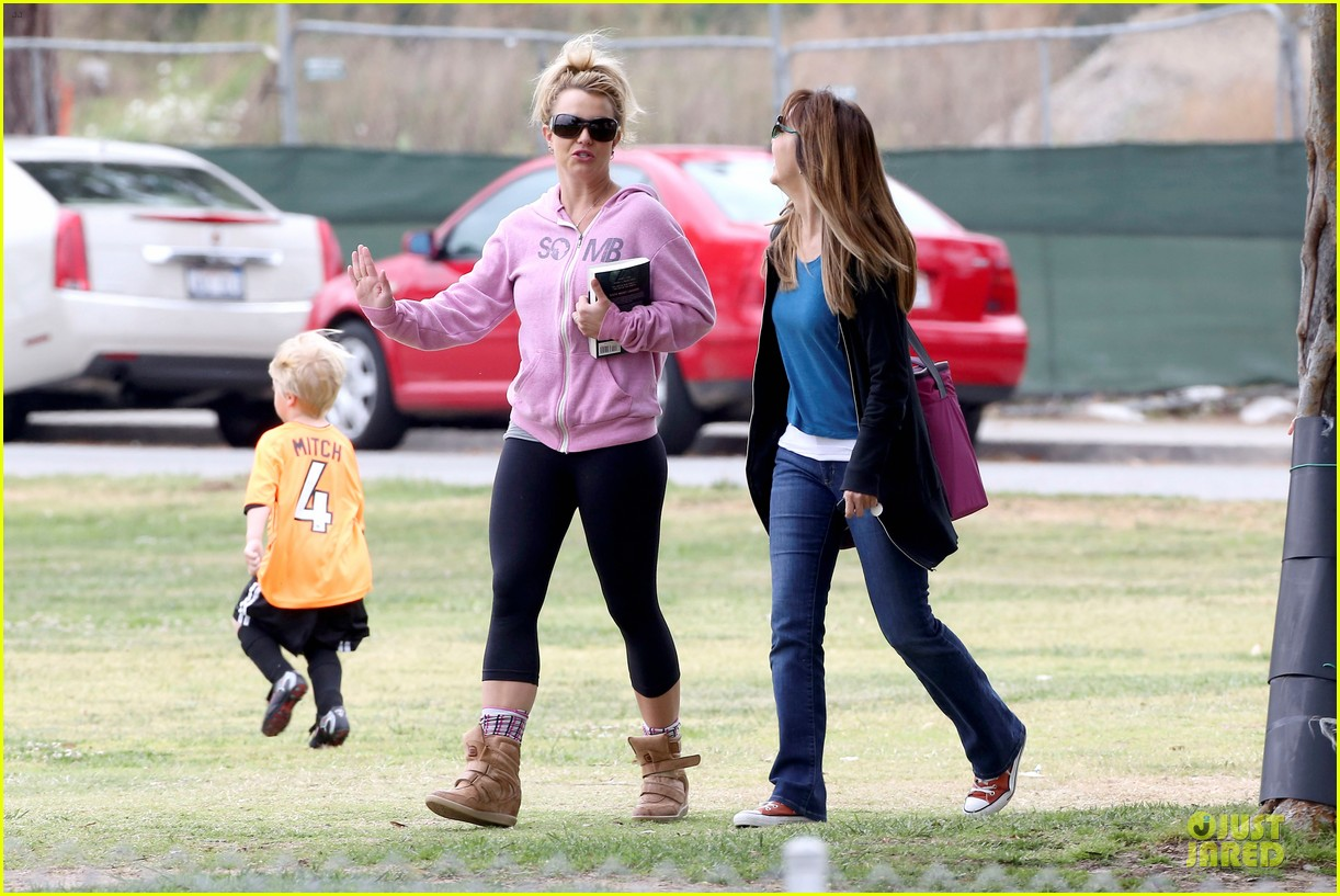 britney spears kevin federline boys sunday soccer game 252849870
