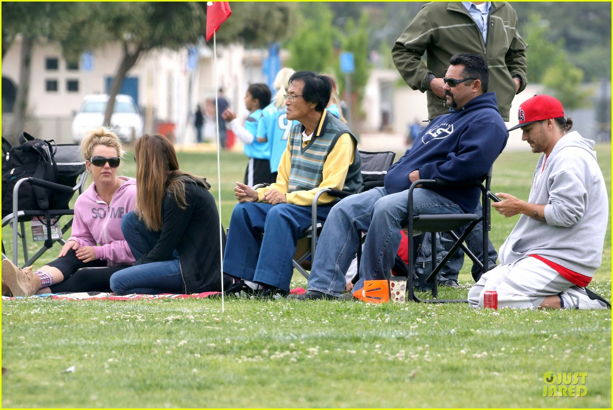 britney spears kevin federline boys sunday soccer game 332849878