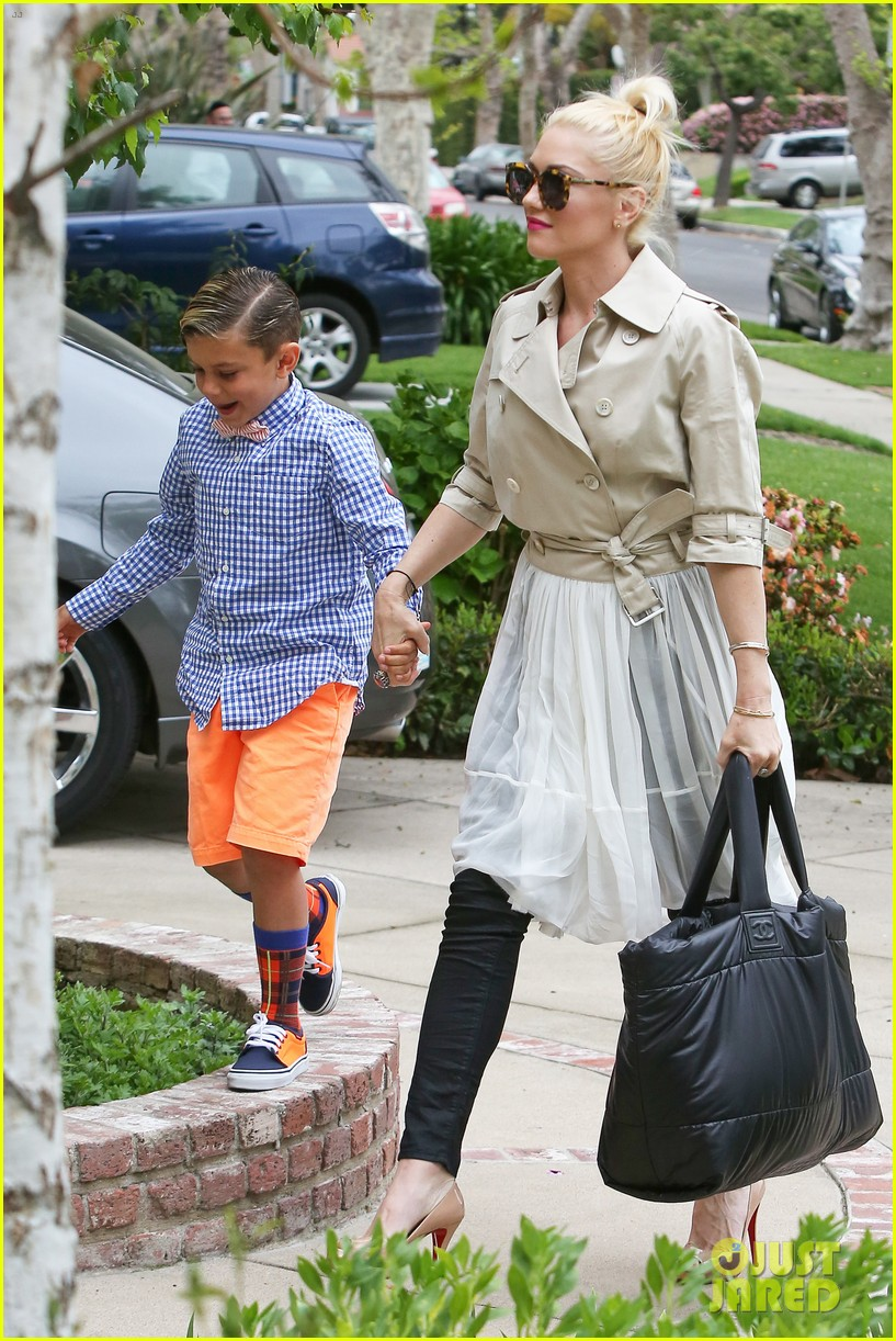 gwen stefani gavin rossdale easter sunday fun with the kids 122841409