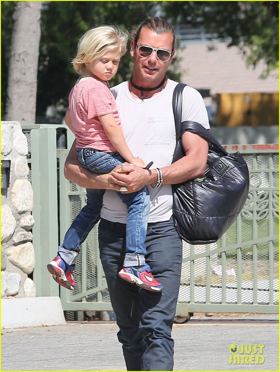 gwen stefani gavin rossdale family day at the park 02