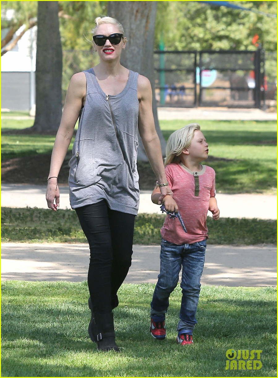 gwen stefani gavin rossdale family day at the park 14