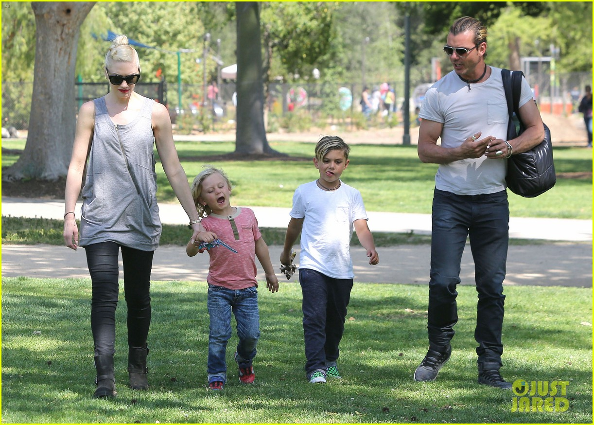 gwen stefani gavin rossdale family day at the park 16