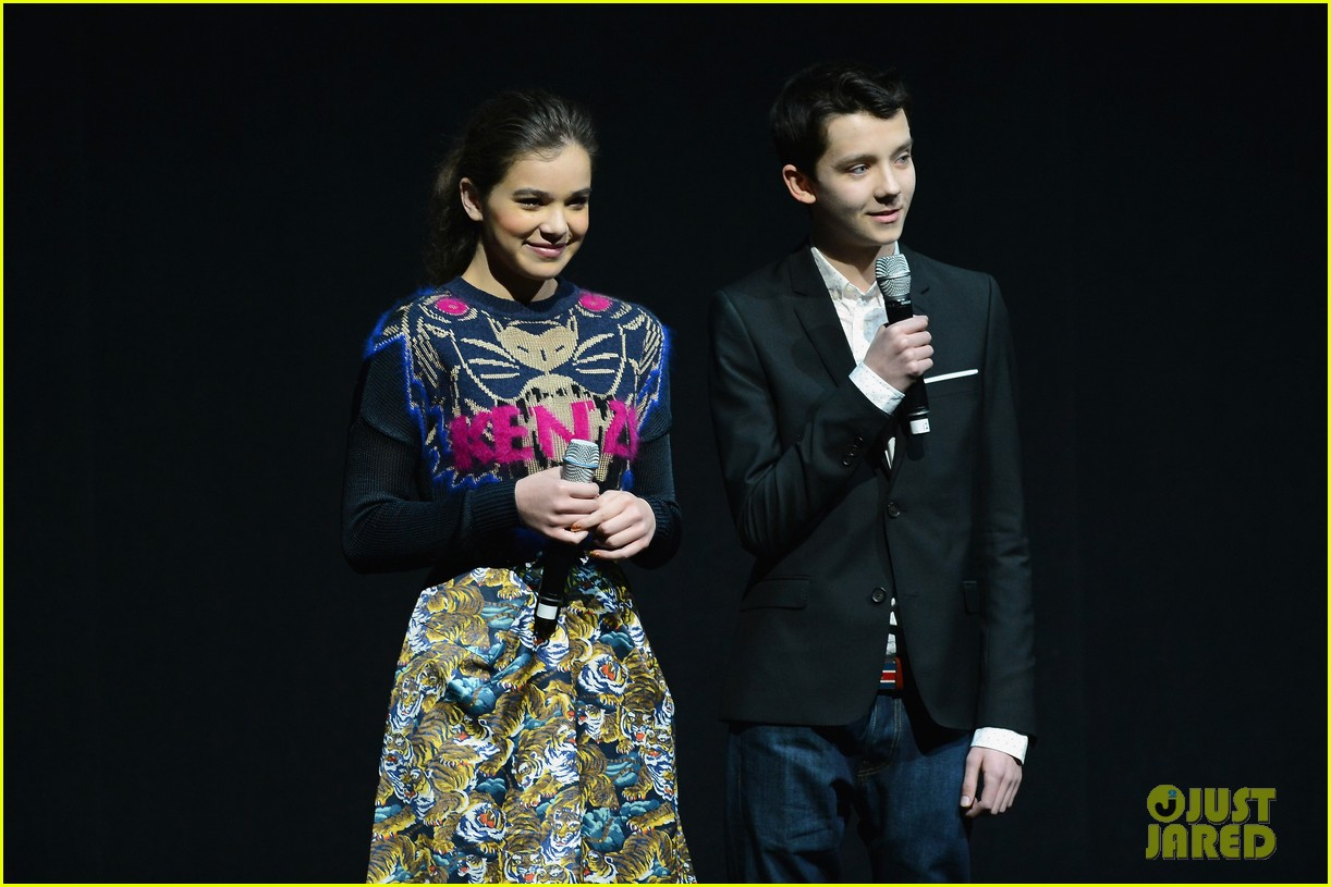 hailee steinfeld isla fisher cinemacon cuties 11