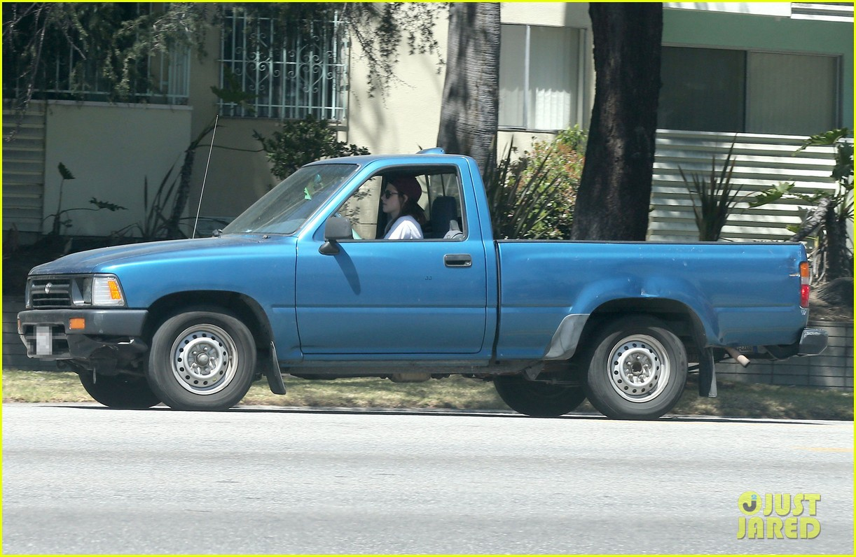 kristen stewart truck driver in los angeles 032854304