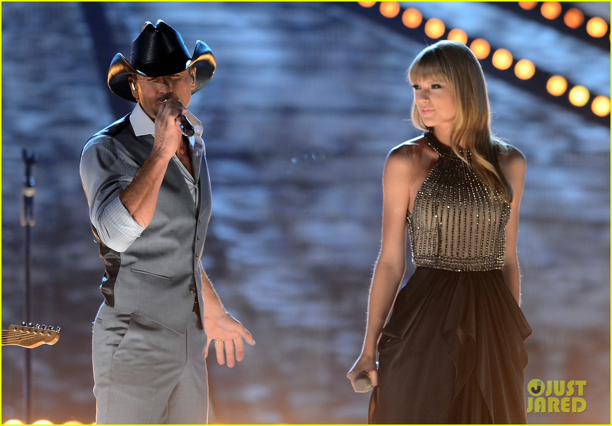 taylor swift tim mcgraw keith urban acm performance 2013 042845255