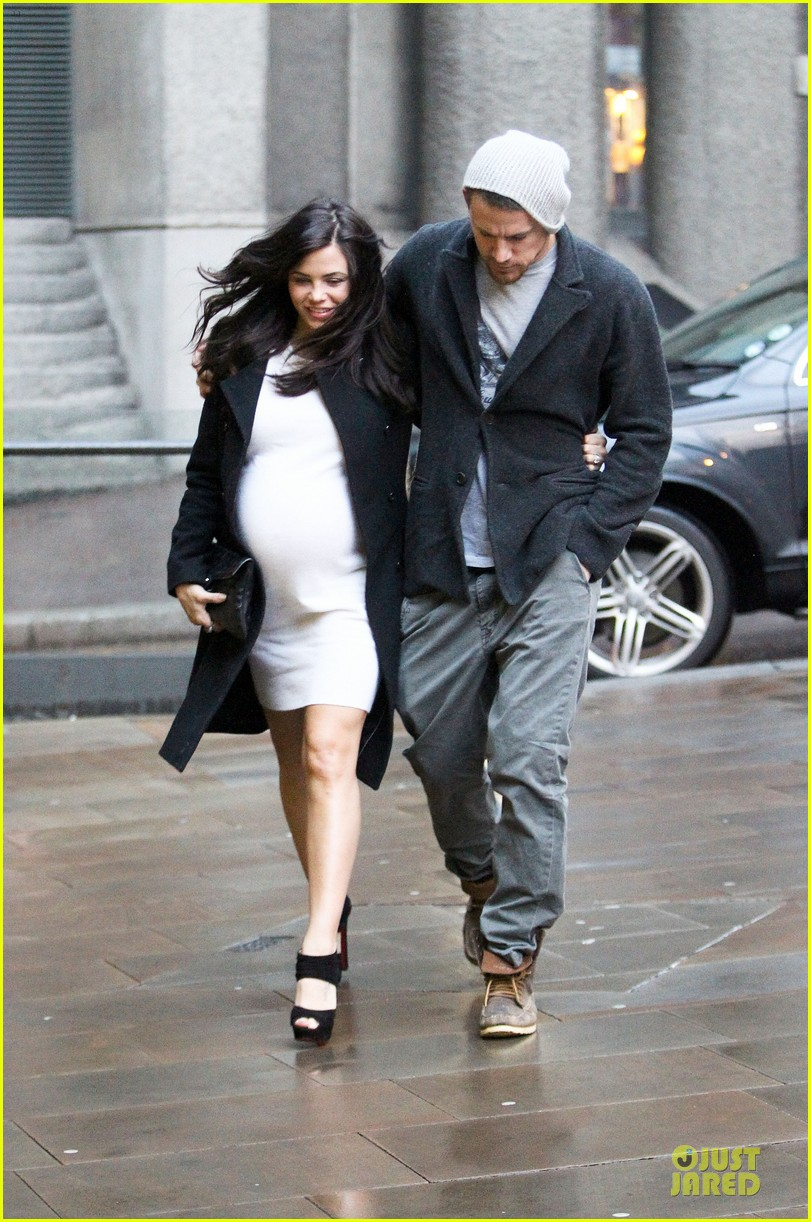 channing tatum pregnant jenna dewan white baby bump for dinner 032848408