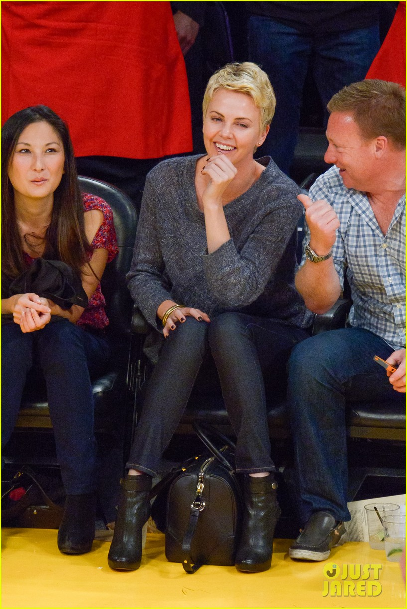 charlize theron lakers gal 02