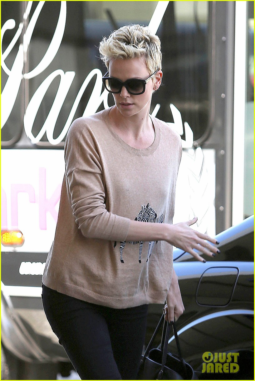charlize theron zebra sweater at the airport 04