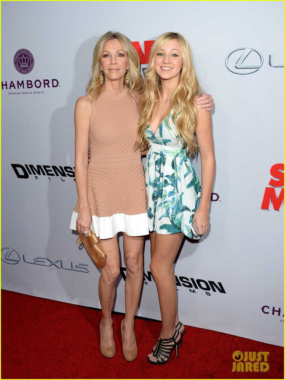 kate walsh ashley tisdale scary movie 5 premiere 032848067