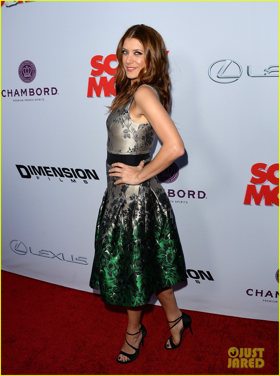 kate walsh ashley tisdale scary movie 5 premiere 05