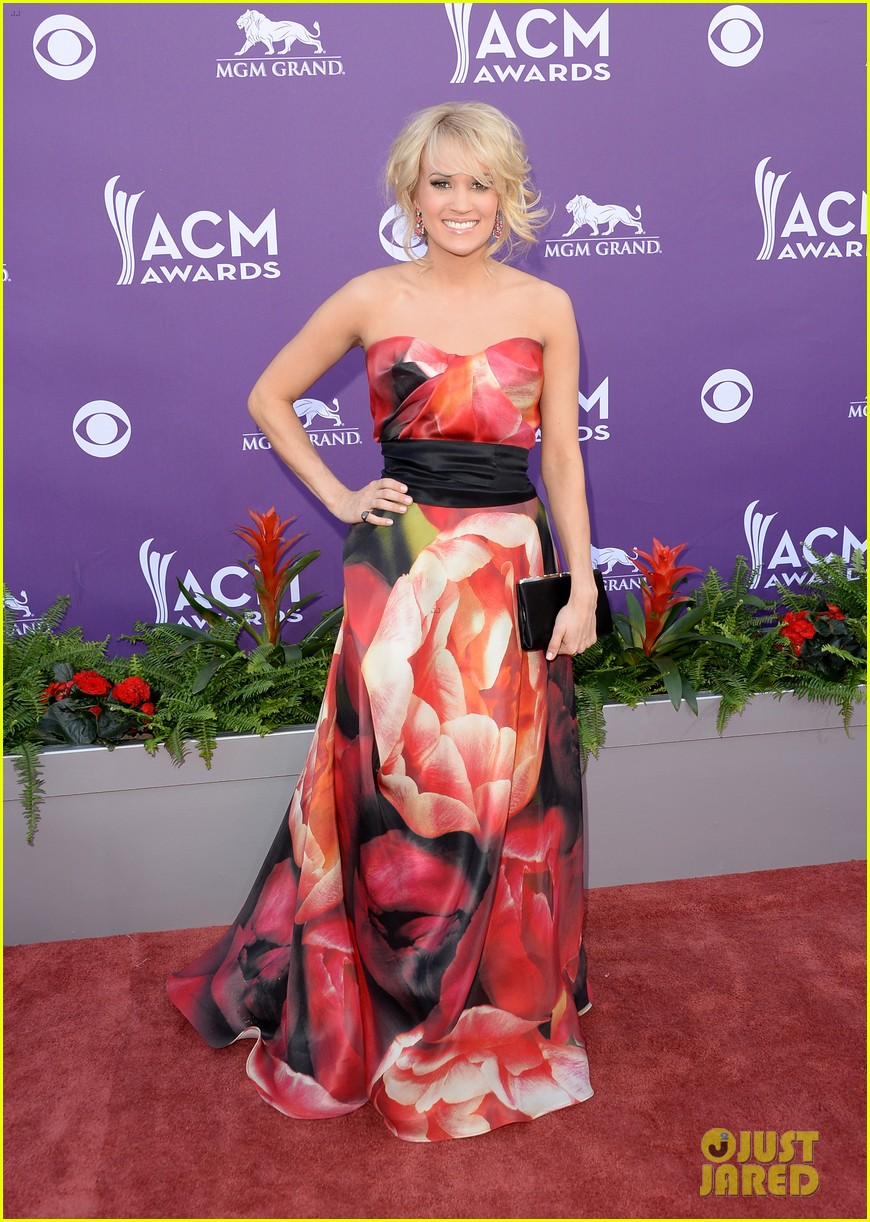 carrie underwood acm awards 2013 red carpet 03