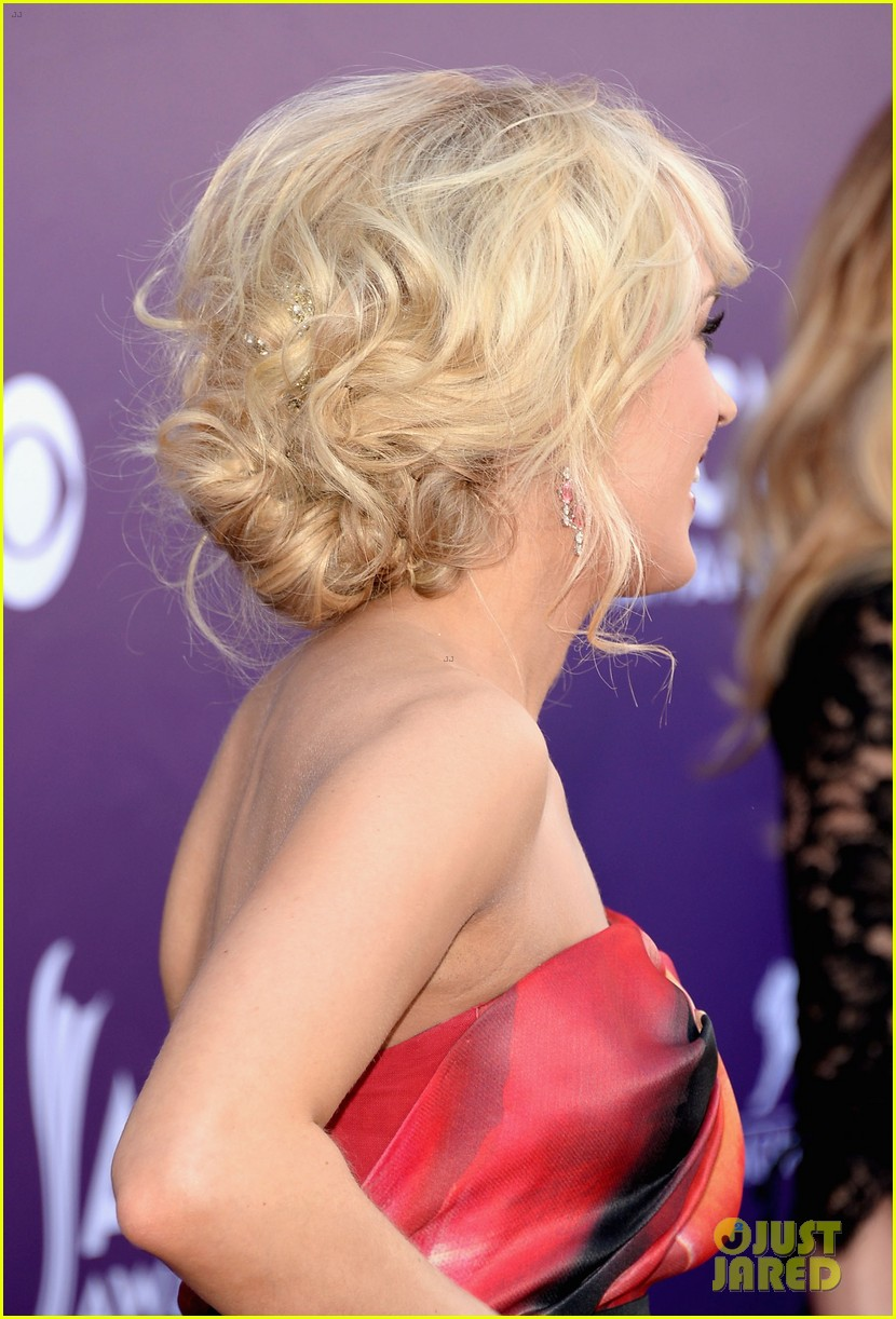 carrie underwood acm awards 2013 red carpet 04
