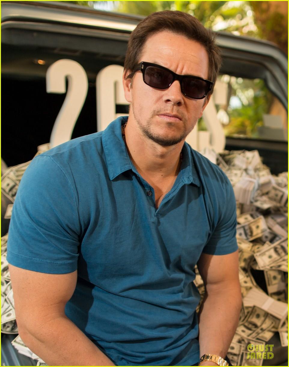 mark wahlberg denzel washington 2 guns mexican photo call 20