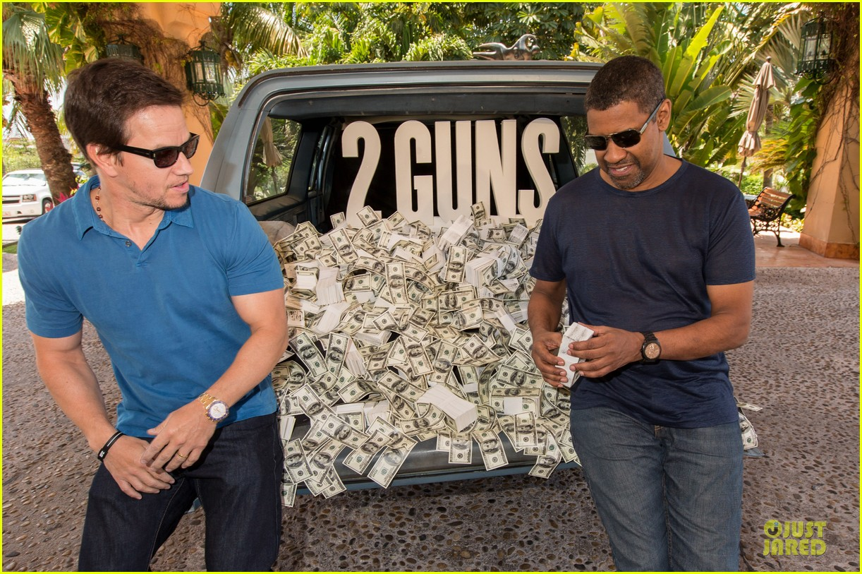 mark wahlberg denzel washington 2 guns mexican photo call 22