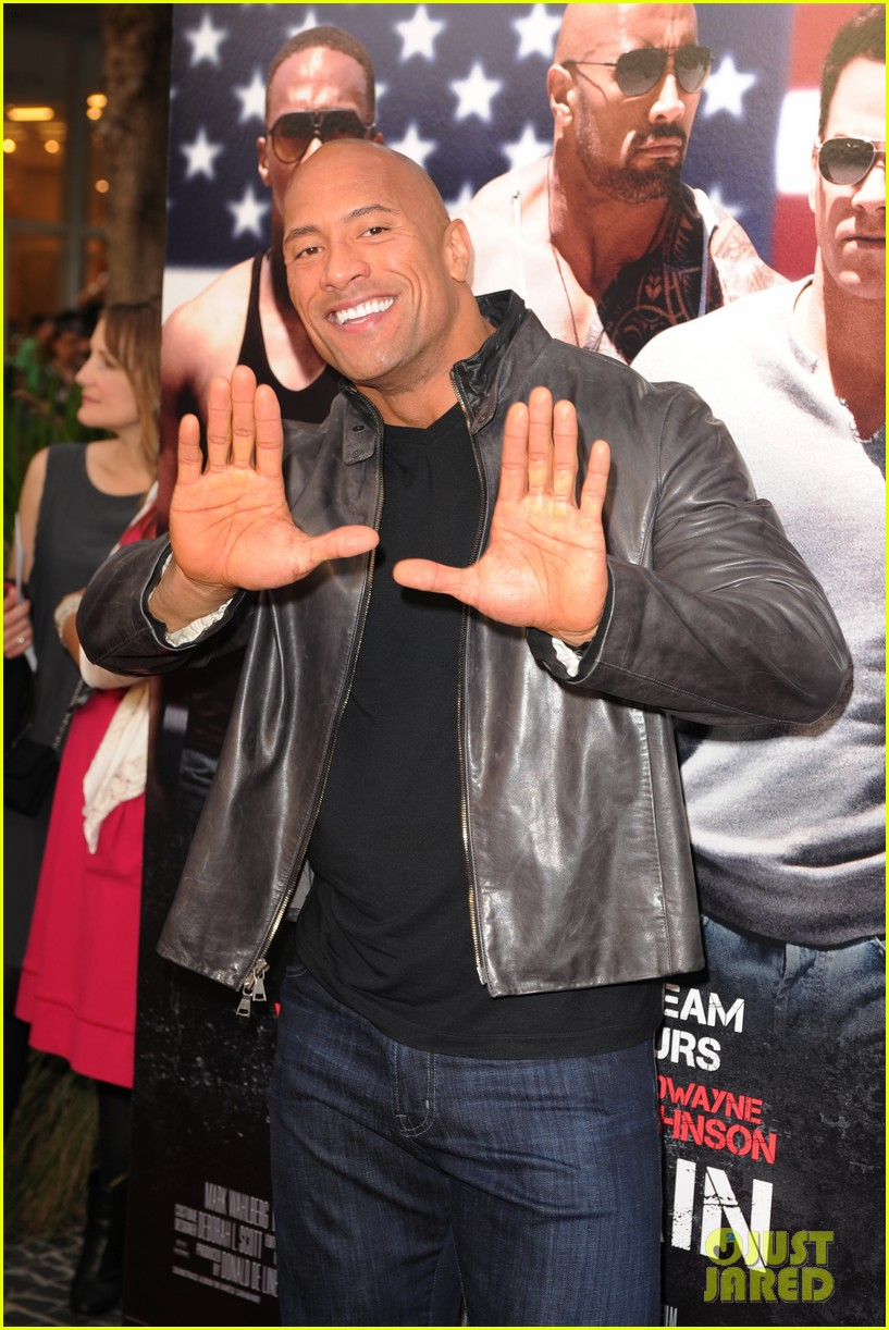 mark wahlberg dwayne johnson pain gain premiere 12