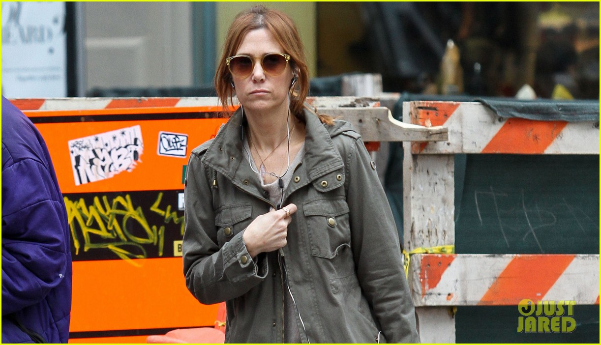 kristen wiig sunday soho shopper 02
