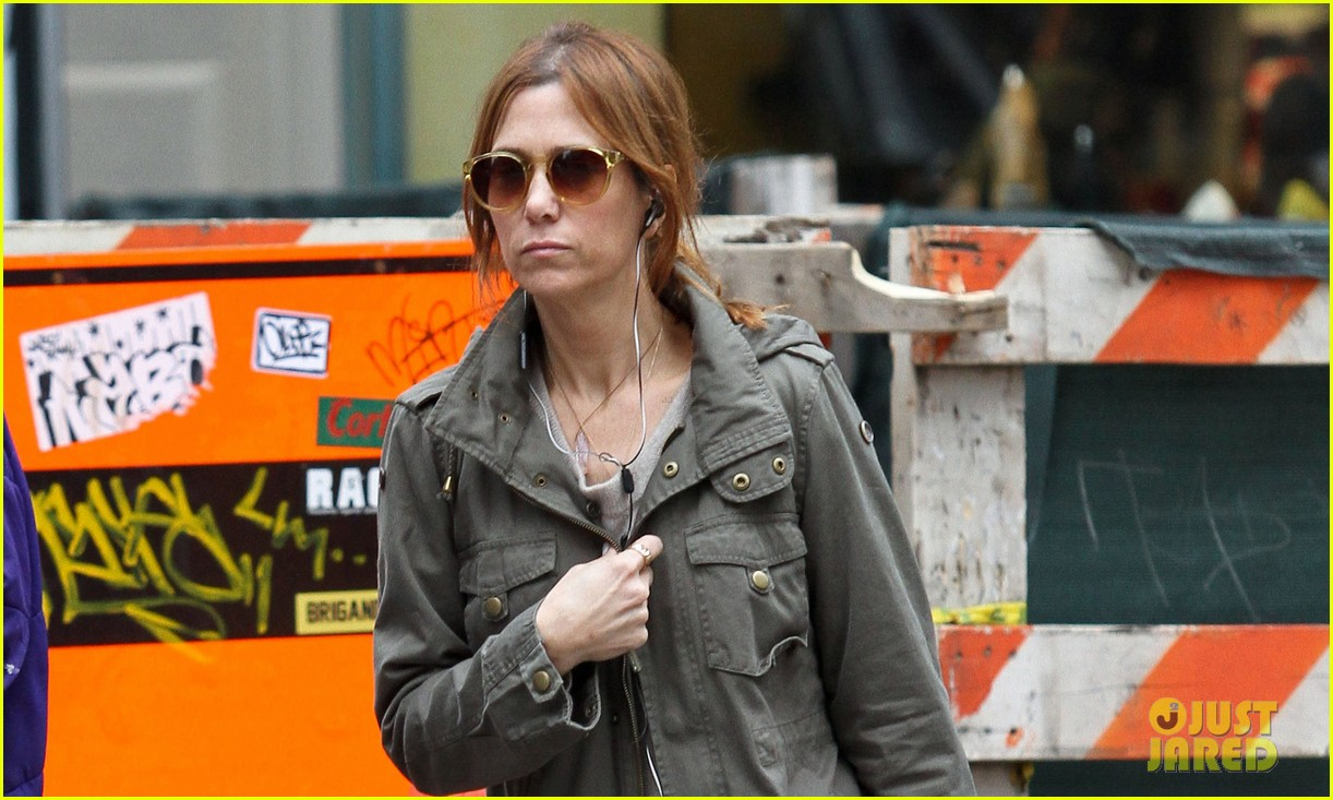 kristen wiig sunday soho shopper 032841311