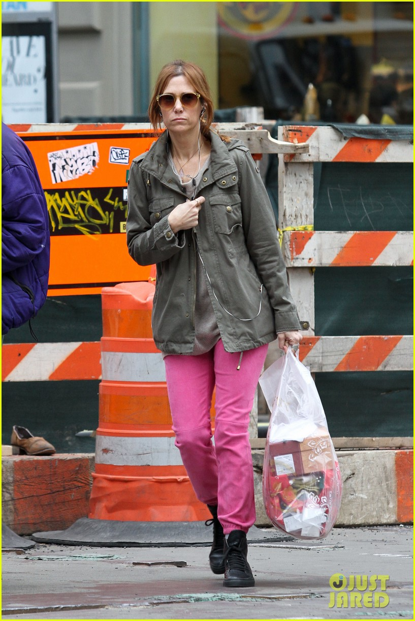 kristen wiig sunday soho shopper 042841312
