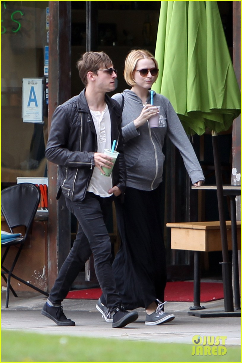 evan rachel wood baby bump stroll with jamie bell 042841415
