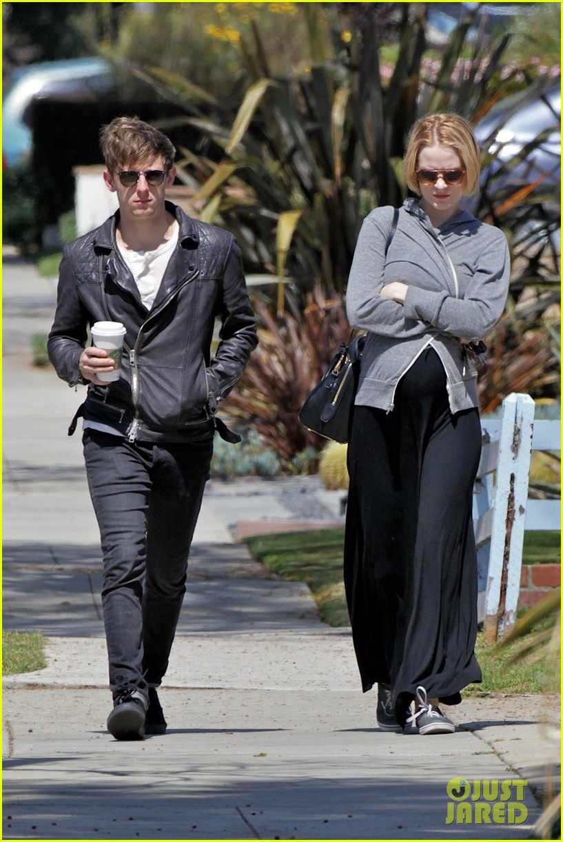 evan rachel wood baby bump stroll with jamie bell 06