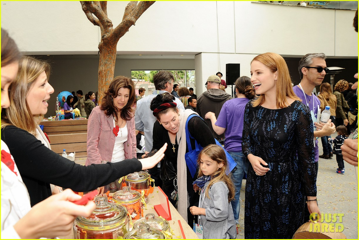 dianna agron jodie foster kids art museum project pals 022865025