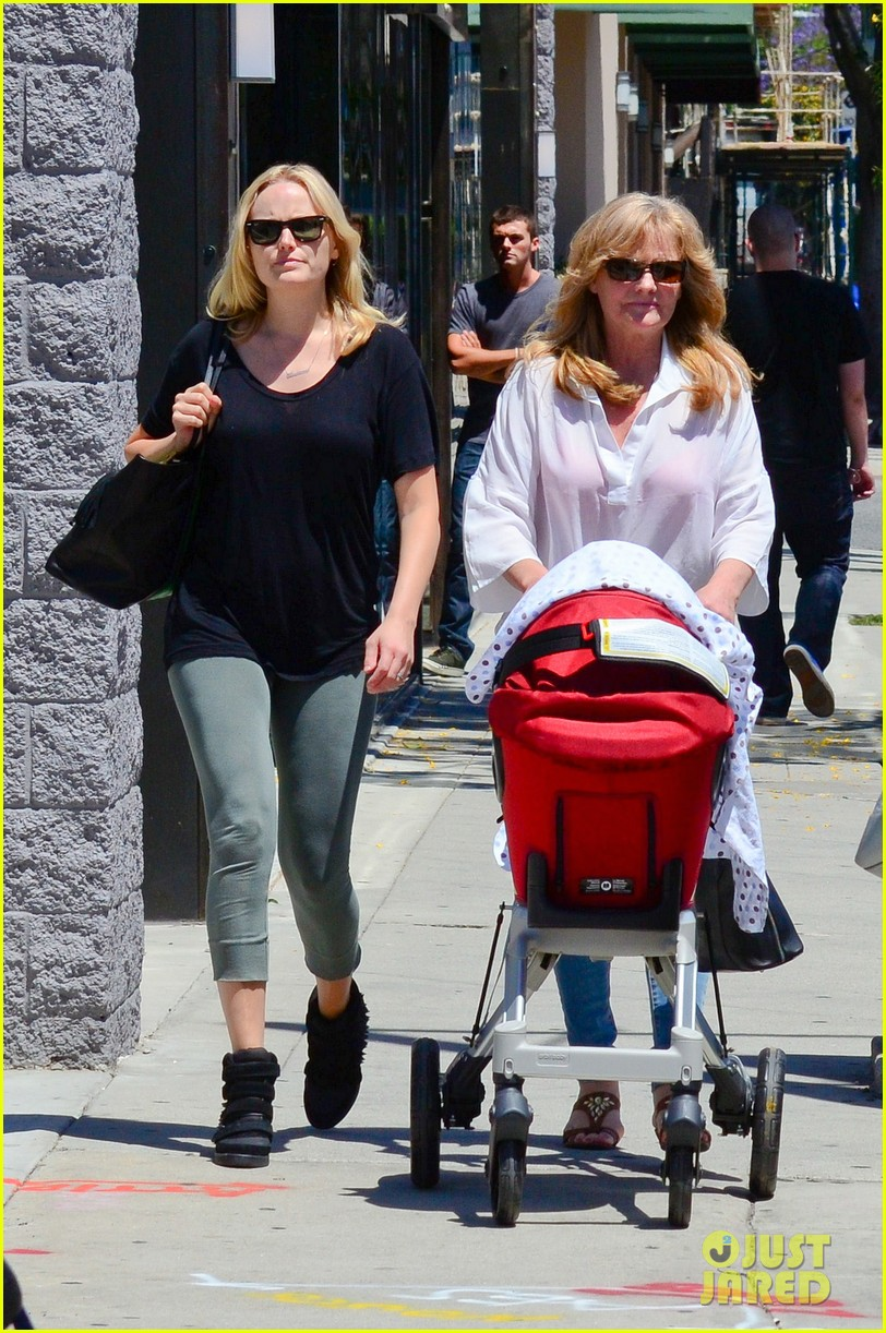 malin akerman kristen bell new mamas in hollywood 012870598