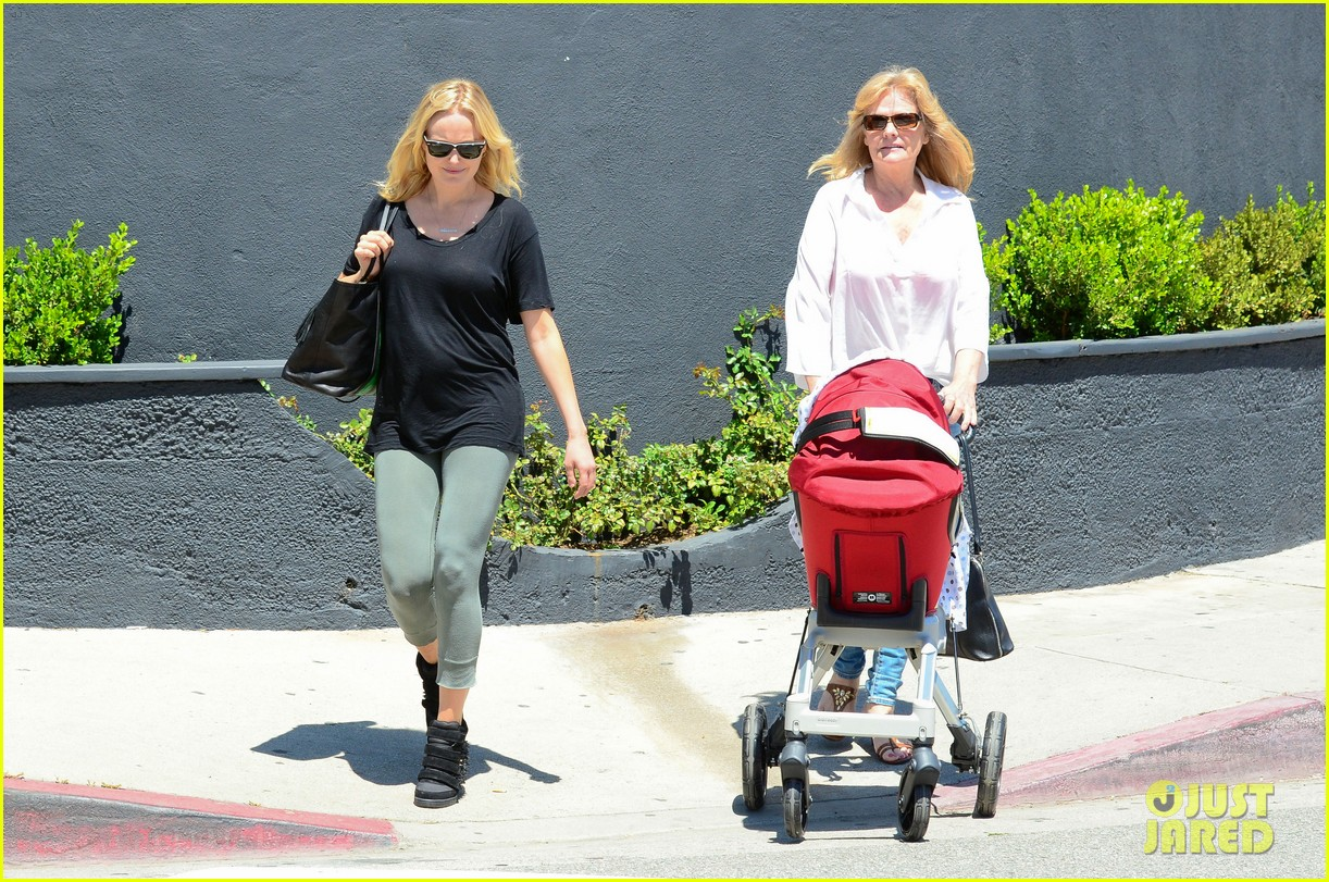 malin akerman kristen bell new mamas in hollywood 102870607