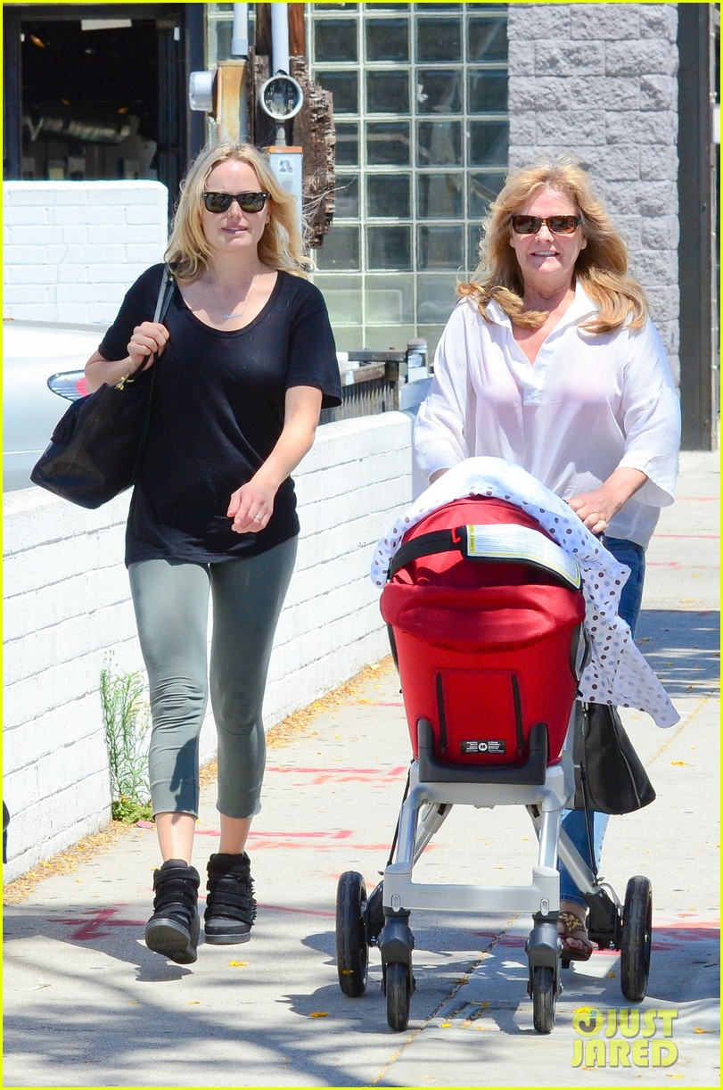 malin akerman kristen bell new mamas in hollywood 15