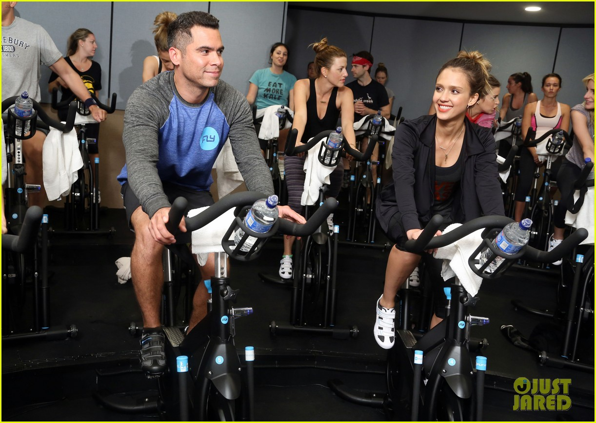 jessica alba cycling fundraiser for baby2baby 07
