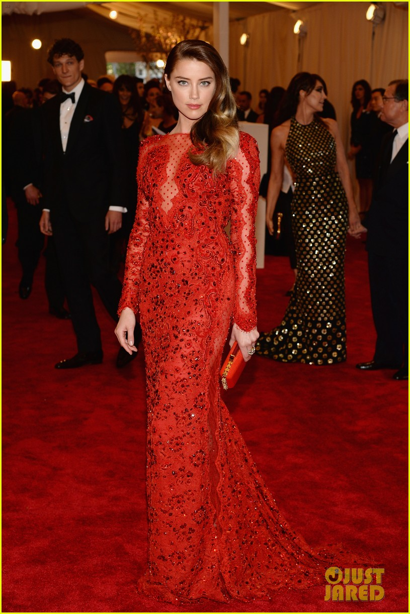 amber heard met ball 2013 red carpet 022865127