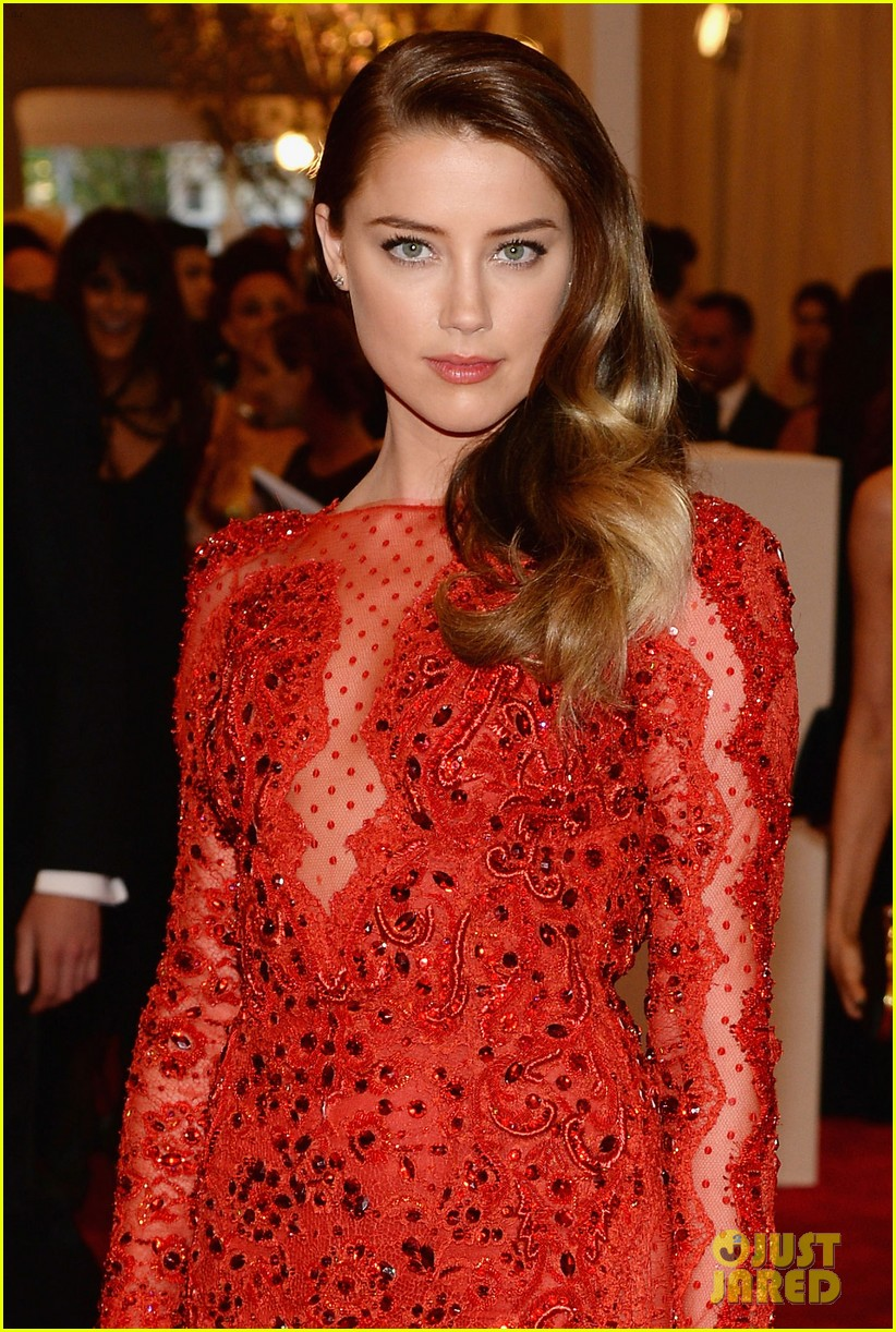 amber heard met ball 2013 red carpet 042865129