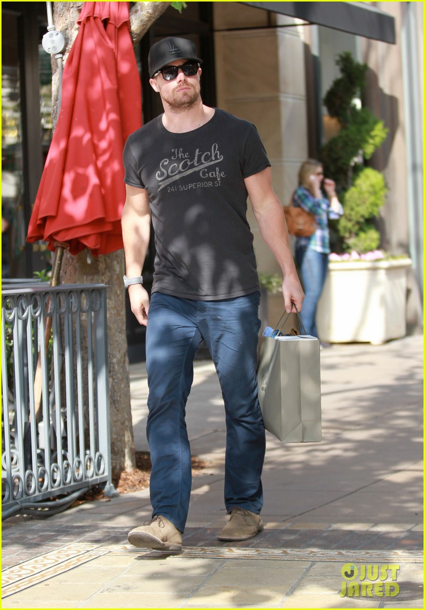 stephen amell shops the grove colin donnel gets surgery 01