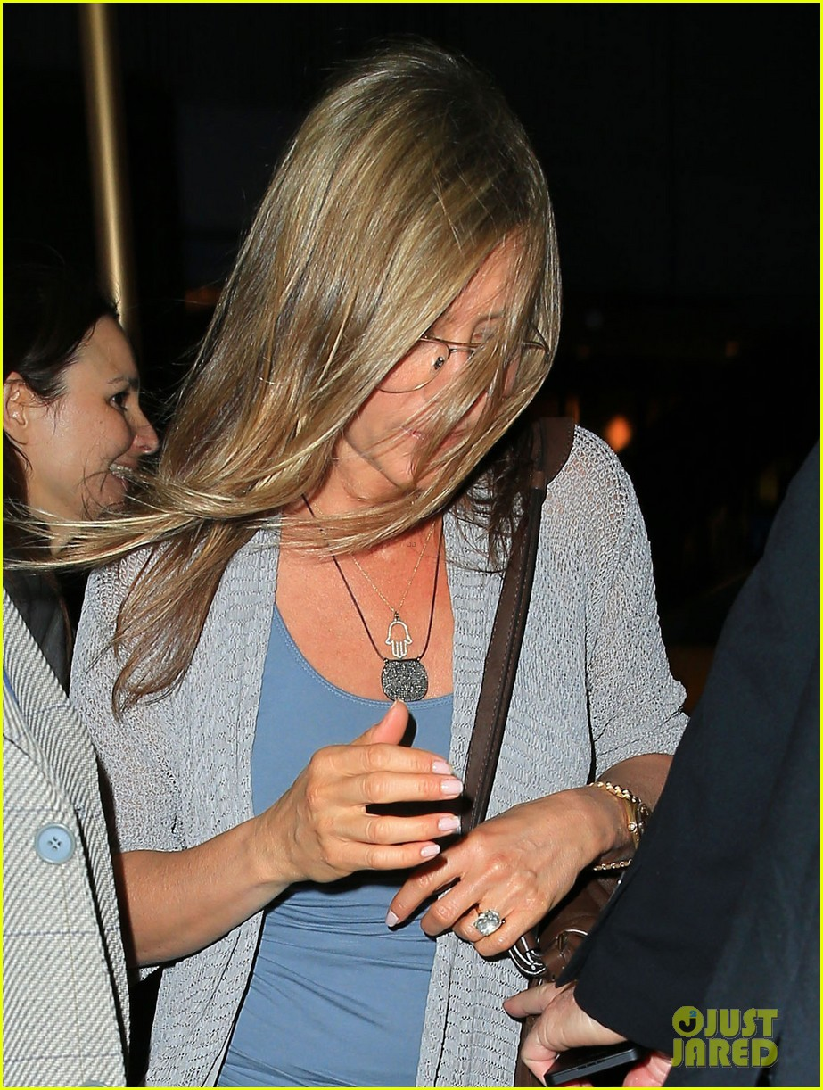 jennifer aniston attends bette midler play ill eat you last 02